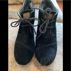 Toms Desert Black suede boots woman's wedge size 9
